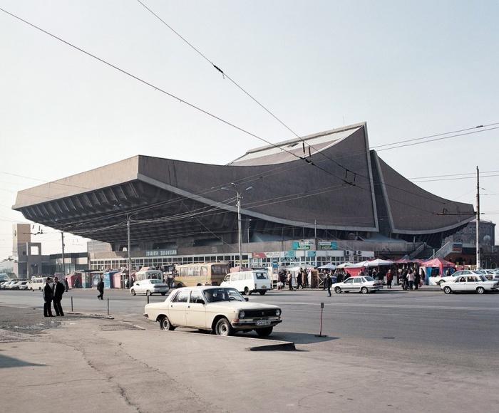 Кинотеатр «Россия» в Ереване, Армения, 2007 год