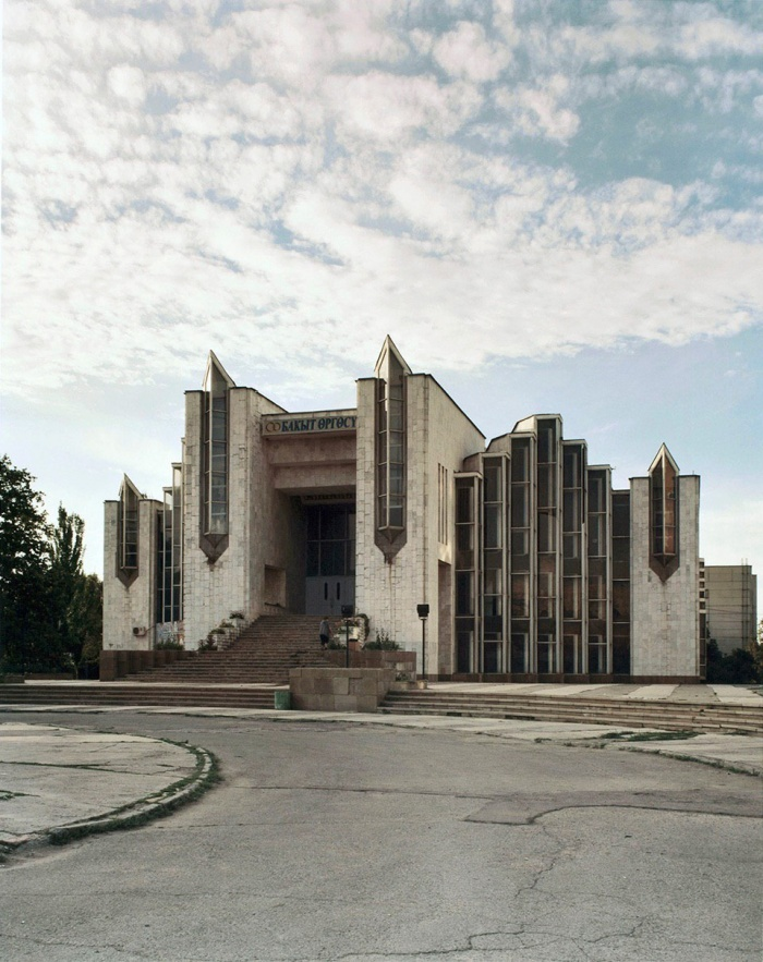 Дворец бракосочетания в Бишкеке, Кыргызстан, 2010 год