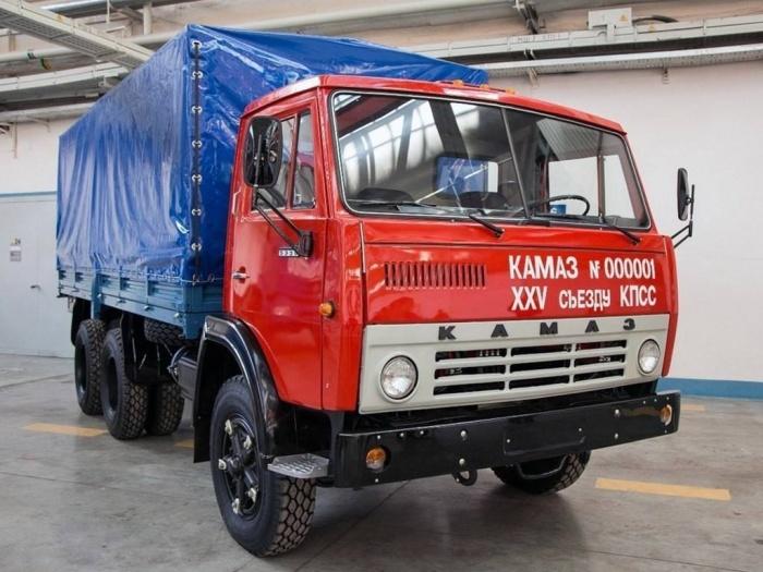 Первый в мире КАМАЗ, сошедший с конвейера в 1976 году.