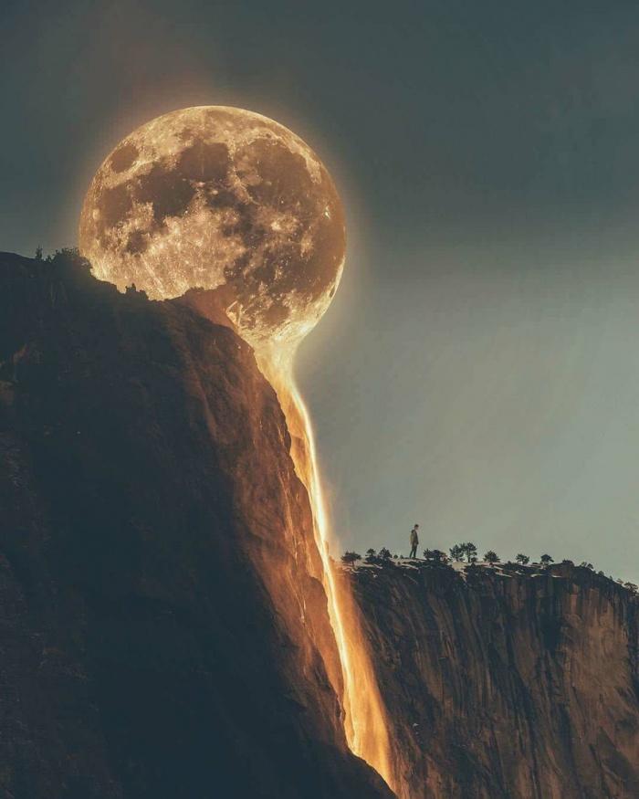 Тающая Луна.