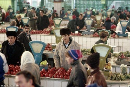 Продовольственный рынок в Калуге в ноябре 1991 года
