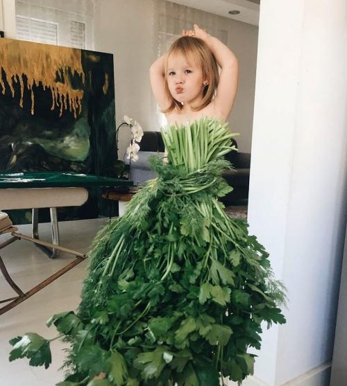Одежда из еды и цветов