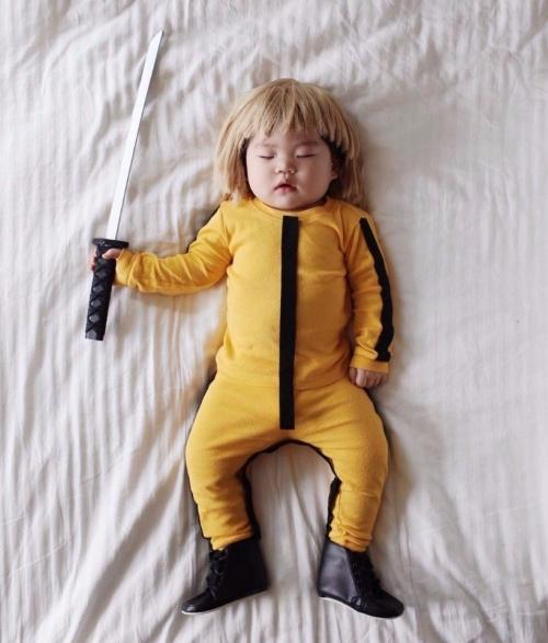 Этот ребенок круче тебя, даже когда спит.