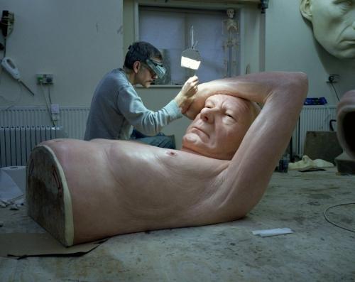 """Скульптура """"Пара под зонтом"""""""
