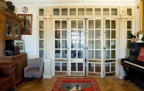 Петербургская квартира в стиле 30-х годов.
