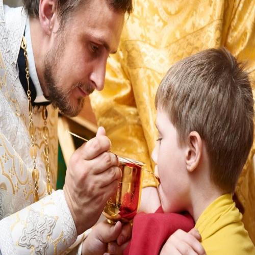 мальчик и свщенник в шакафу рубль года ММД