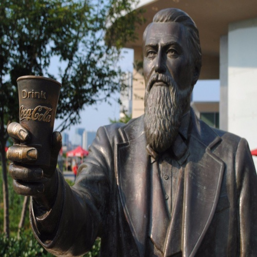Кока-колу изобрел фармацевт-морфинист.